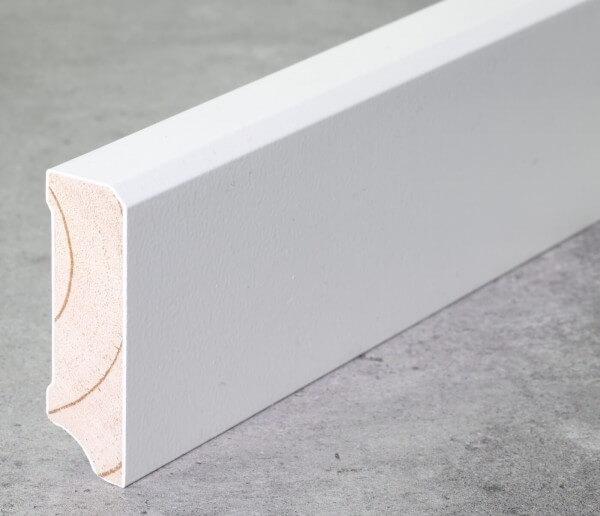 Fußleiste 58 x 18 x 2,40 m deckend weiß lackiert · Kiefer Massivholz