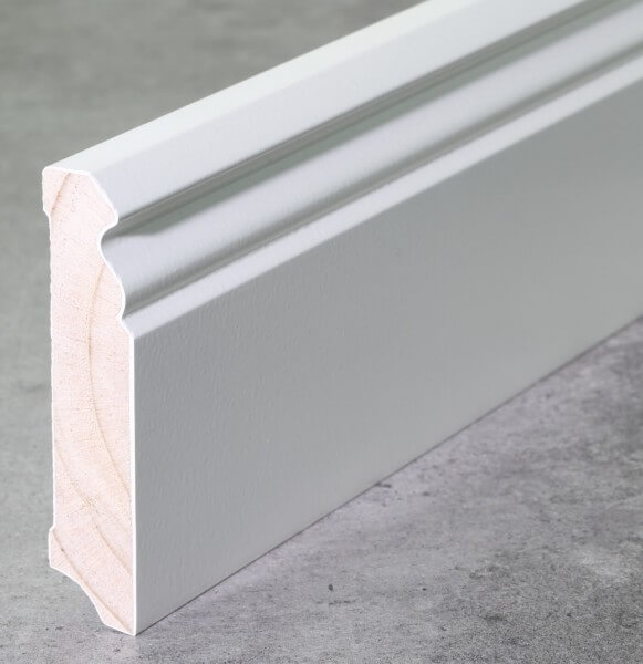 Fußleiste Hamburger Profil 80 x 18 x 2,40 m deckend weiß lackiert · Kiefer Massivholz