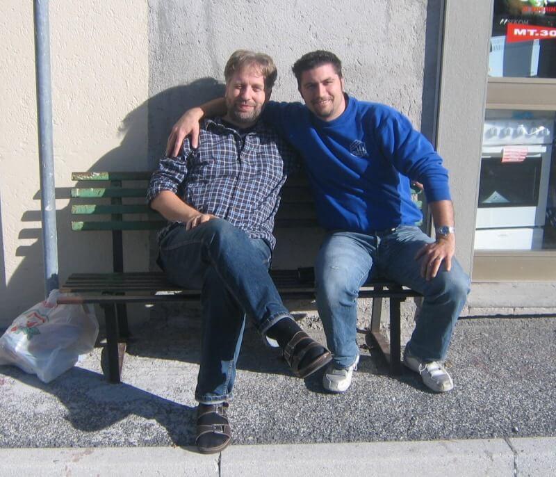Patrick und Artur auf der Rentnerbank